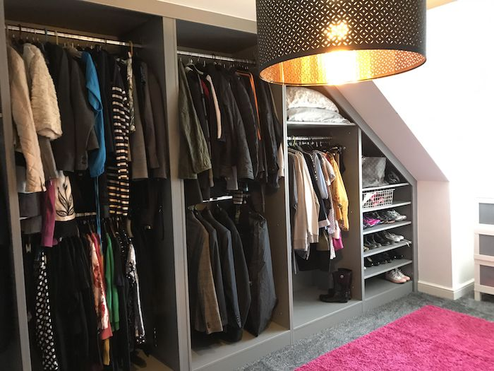 Dressing modulable dressing angle cool idée design photo originale tapis rose espace sous pente
