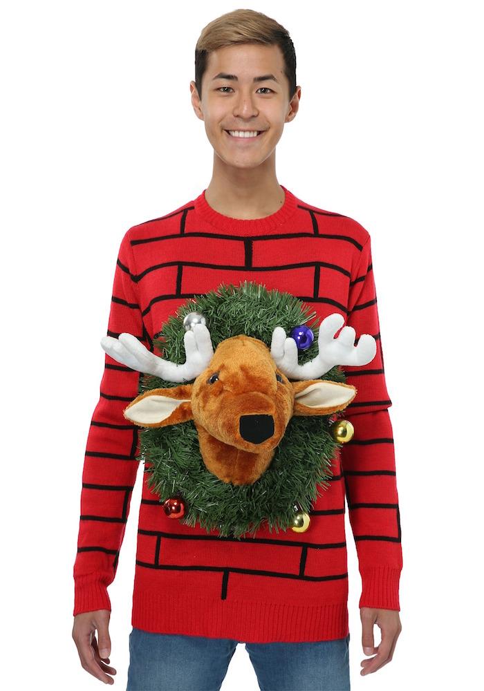 pull ridicule de noel tres moche rouge avec tete de renne en peluche pour fete reveillon