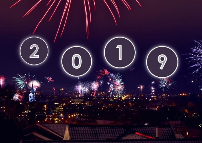 photographie avec lumières de nuit, photo célébration de nouvel an avec feux d'artifice, image nouvel an 2019