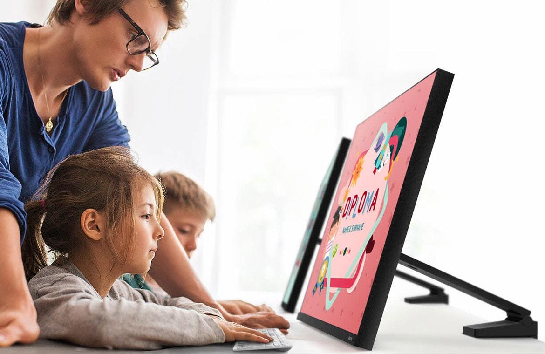 image d'illustration de l'écran samsung avec pied flexible space monitor permettant de régler la position du moniteur avant arrière pour le ces 2019