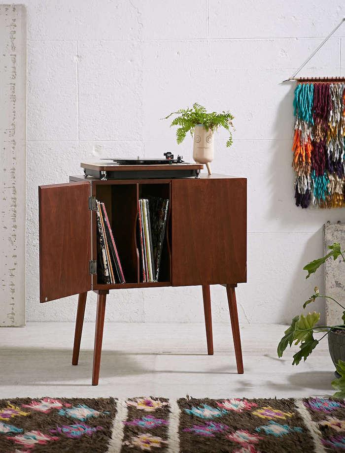 étagère vinyle sur pieds meuble tourne disque en bois rétro astuce rangement disques vinyles