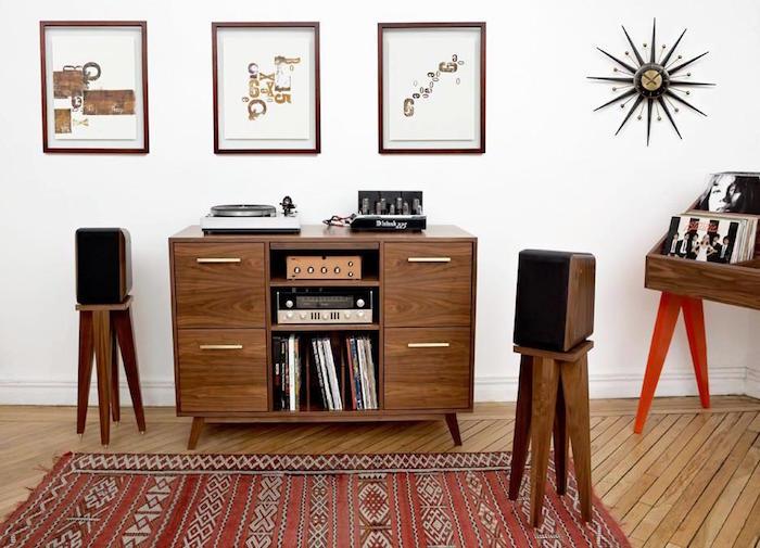 meuble vinyle en bois type buffet rétro avec emplacement rangements disques vinyles et étagères pour ampli luxe par atocha