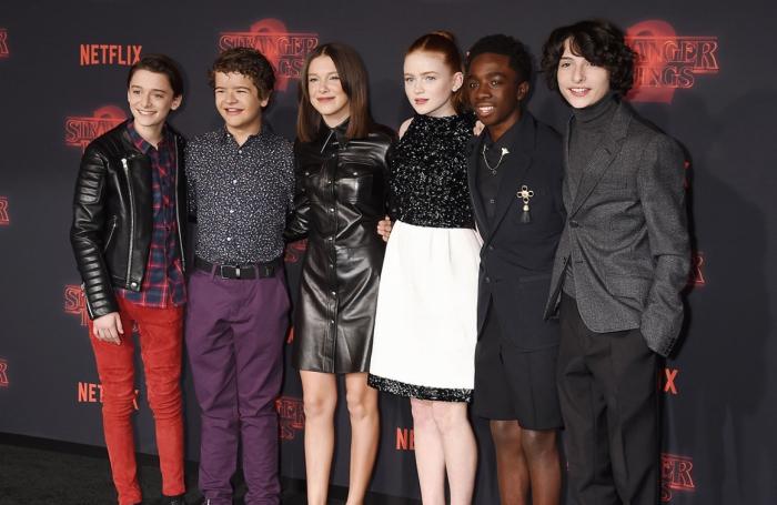 casting principal de la sérié télévisée Stranger Things, acteurs de sérié science-fiction horrifique de Netflix