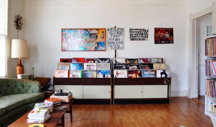 meuble pour vinyles en bois type présentoir rayon magasin de disques avec face visible pour décoration et collectionneur