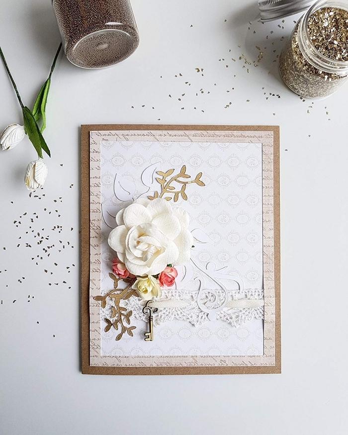 diy carte anniversaire en papier beige avec lettres imitation page de livre, carte fait main avec fleur blanche et figurine clé métal