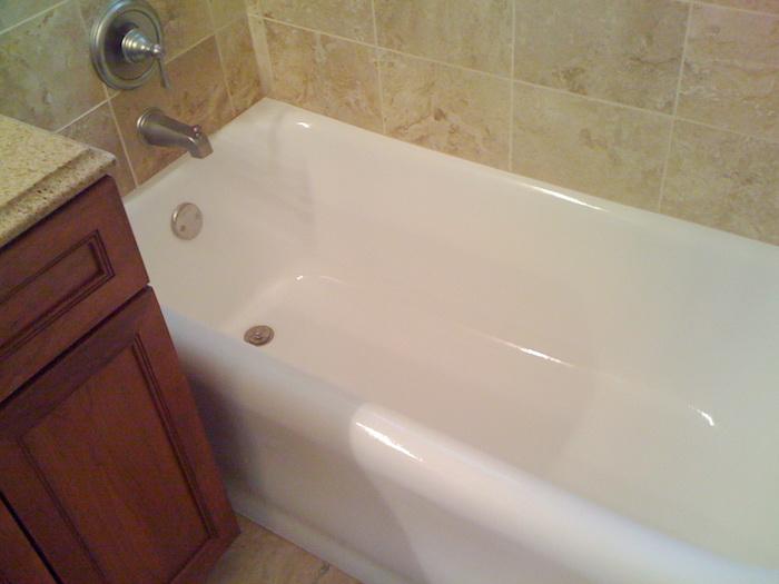 comment peindre une baignoire ancienne pour la rendre blanche et brillante comme neuve
