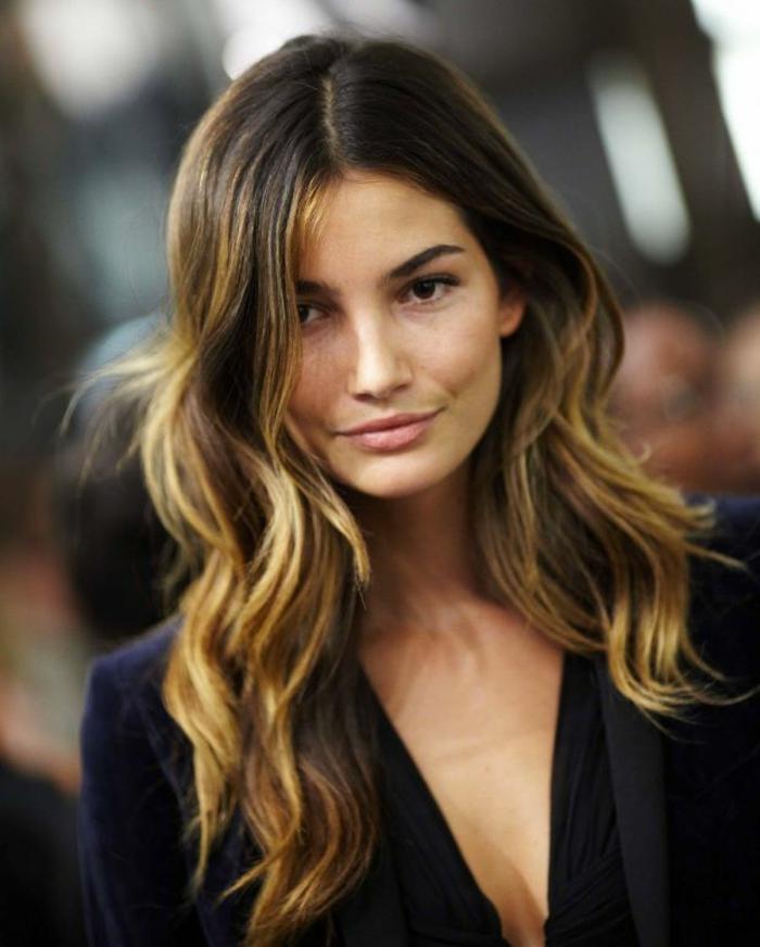 Long cheveux de femme moderne, coiffure visage rond, idée carré avec frange, coupe dégradée femme