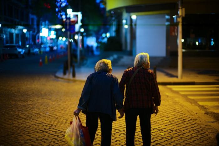 Vieux couple adorable, être ensemble des la fin, coeur st valentin, image st valentin photo d amour image romantique