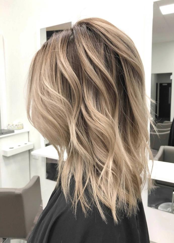 Comment se couper les cheveux mi-longs, coupe carré dégradé, la meilleure coupe de cheveux femme long choix long ou court