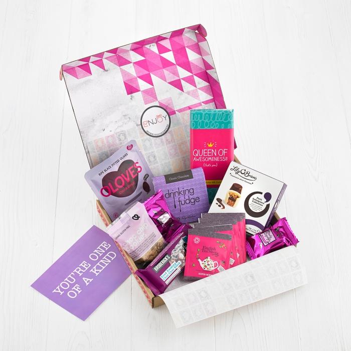 idée cadeau romantique pour le 14 février, surprise délicieuse pour la Saint Valentine, exemple box à chocolat