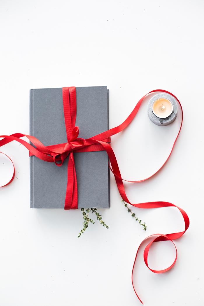 comment emballer un cadeau pour surprendre votre conjointe, idee cadeau original pour elle