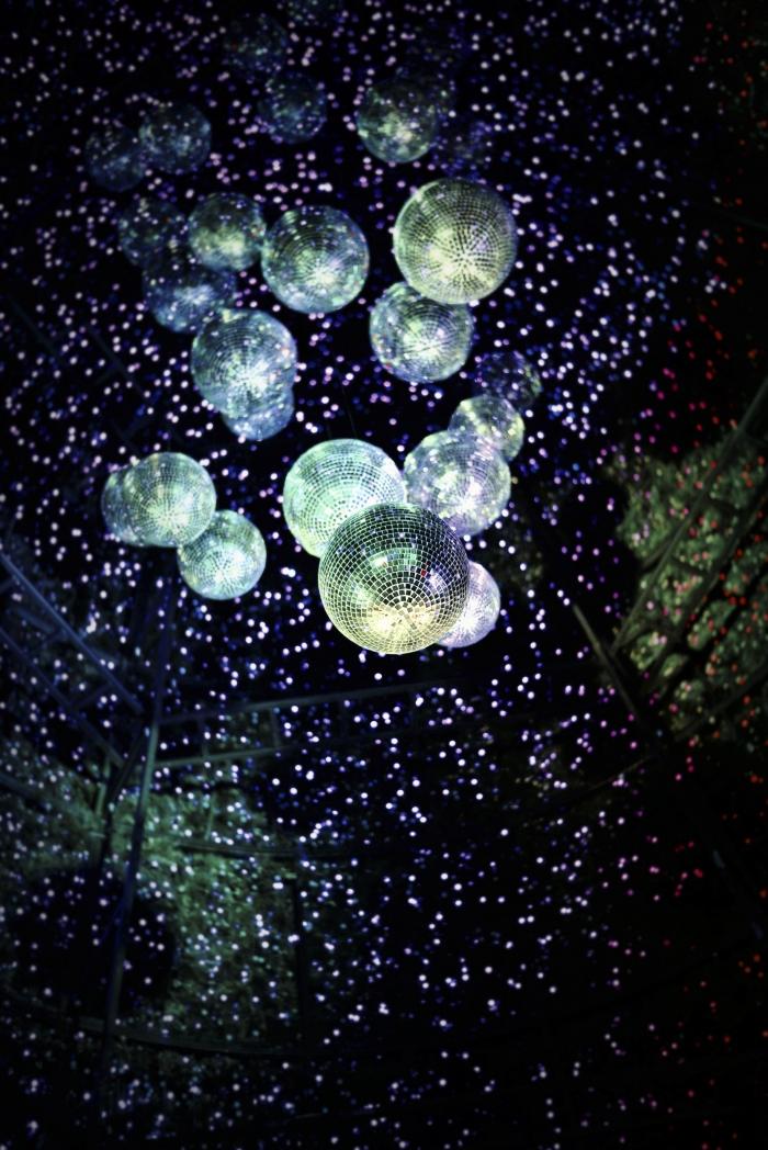 Photo pour fond d'écran, boules de discoteque pour le nouvel an celebration, idée comment célébrer cette année