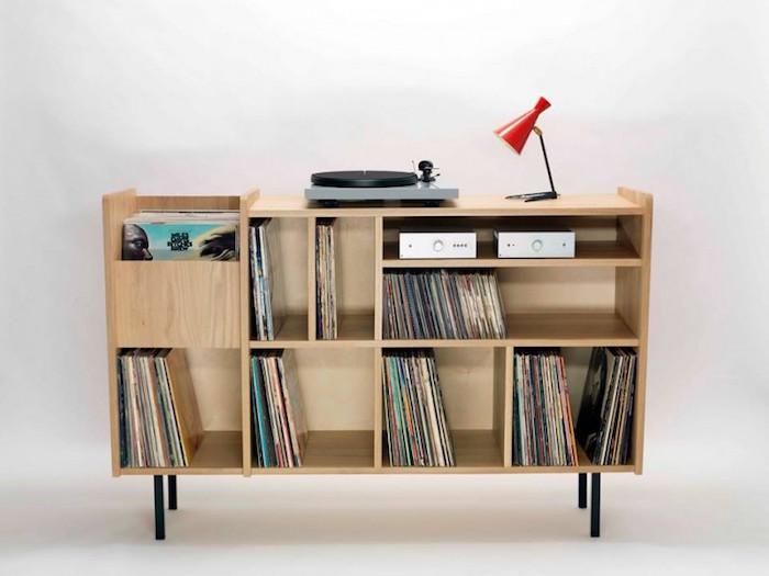 meuble buffet rangement pour vinyle en bois clair avec casiers et étagères pour hihi avec pieds