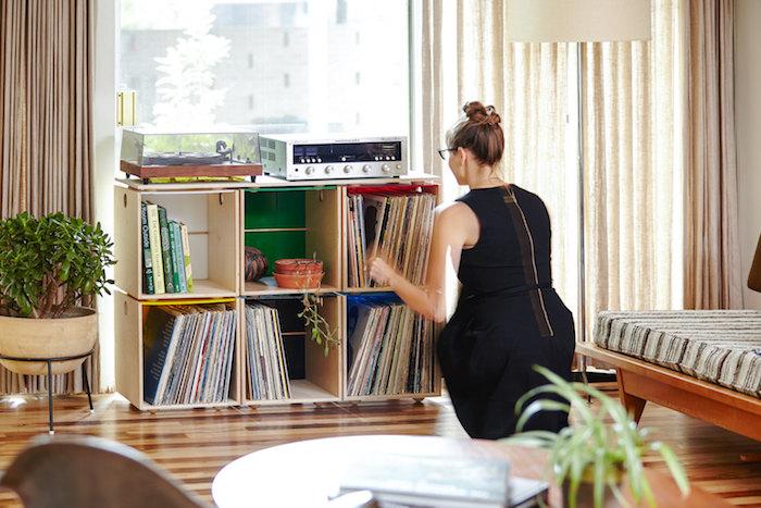 boites de rangement vinyle assemblées pour former un meuble pour disques vinyles et support pour hifi et platine vinyl