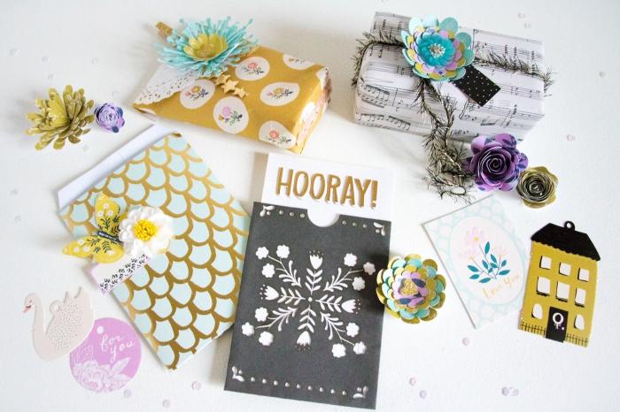 comment décorer des enveloppes pour cartes DIY, modèle enveloppe en papier cartonné aux motifs floraux en relief