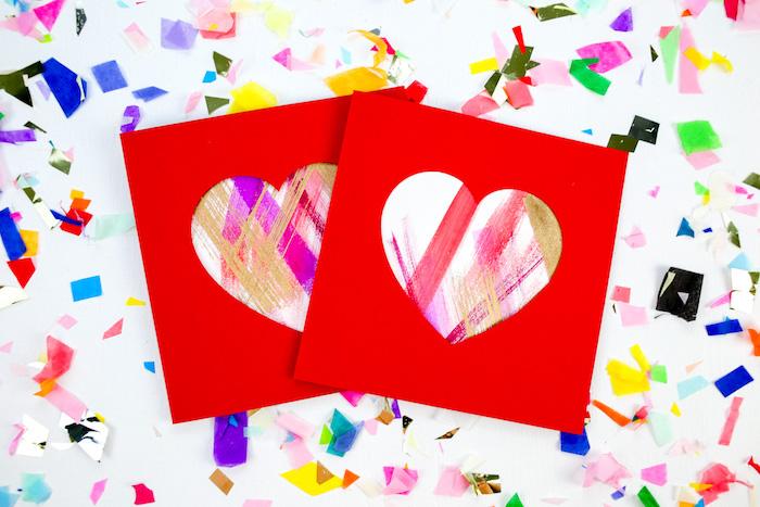 coeur coloré à coups de pinceau, idée de carte st valentin a faire soi meme avec petite fenêtre en forme de coeur dans papier rouge