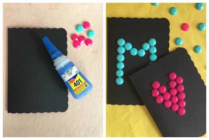 faire une carte de voeux originale en papier noir avec décoration de bonbons colorés arrangés en forme de lettre M et coeur