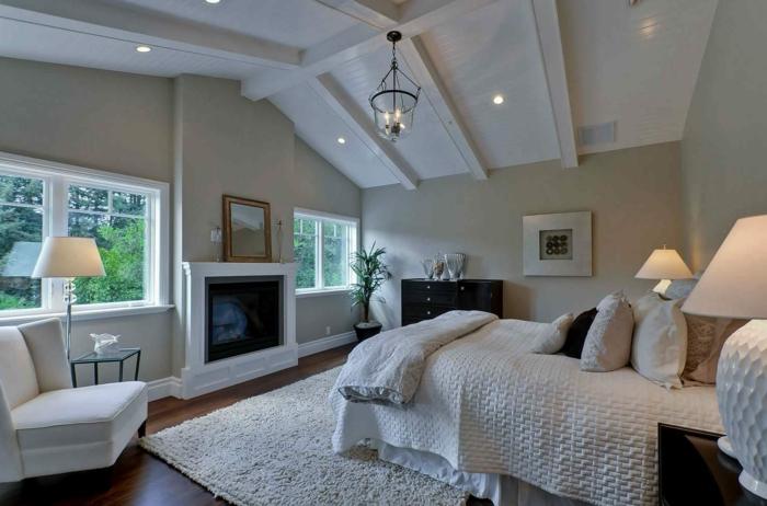 chambre taupe et blanc, chambre à coucher adulte moderne de deux couleurs, sol bois foncé, tapis blanc, fauteuil blanc