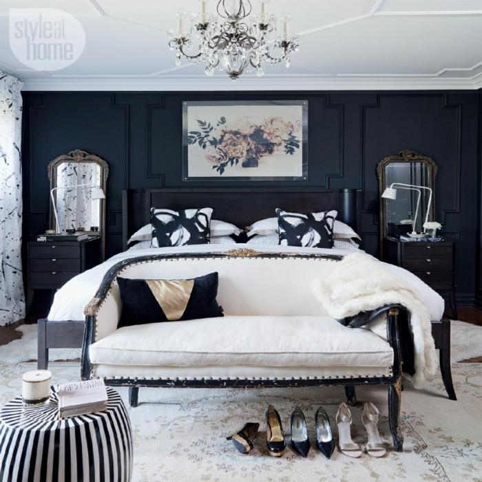 chambre féminine, tapis blanc, tabouret rayé, banquette de lit avec dossier, plafonnier pampilles, mur noir et plafonfd blanc