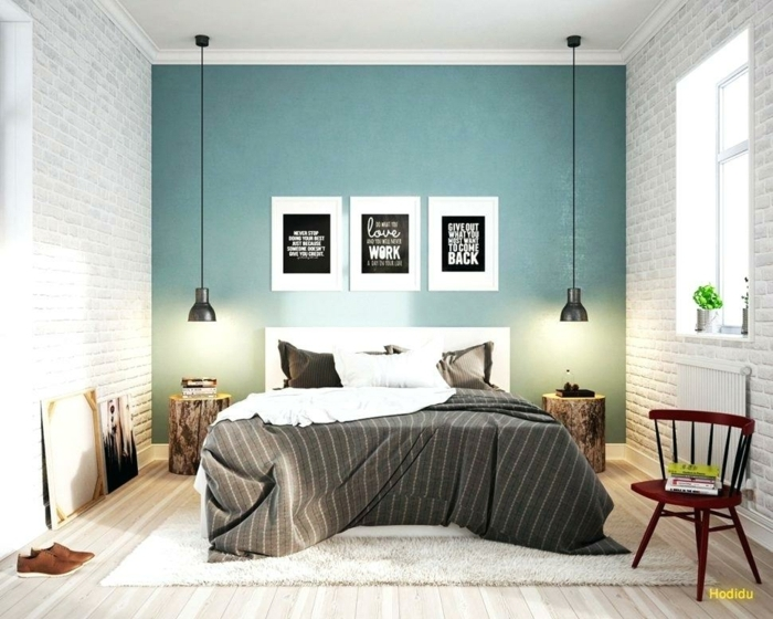 peinture pour chambre en deux couleurs, mur bleu, deux murs briques peints blancs, lampes industrielles, chevets en troncs, tapis blanc