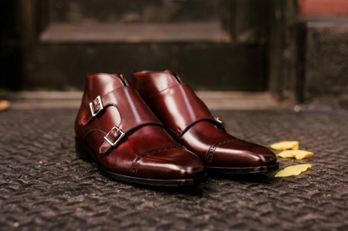 chaussure mariage homme marron foncé en cuir, chaussures à deux boucles métalliques, motif stylé
