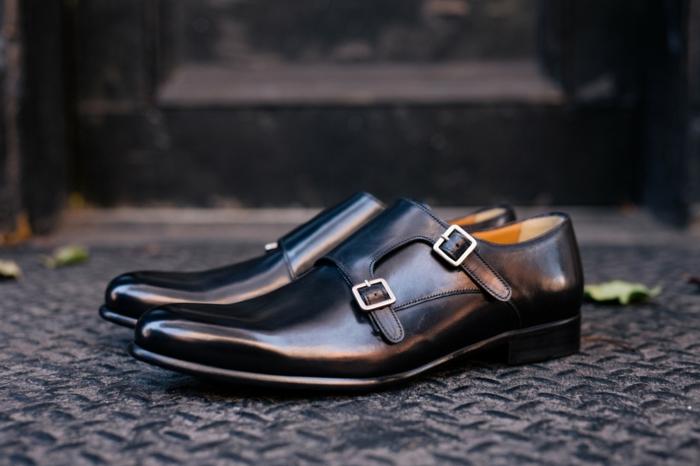chaussures homme élégantes, deux boucles, chaussures en laque noire pour marié, mode homme