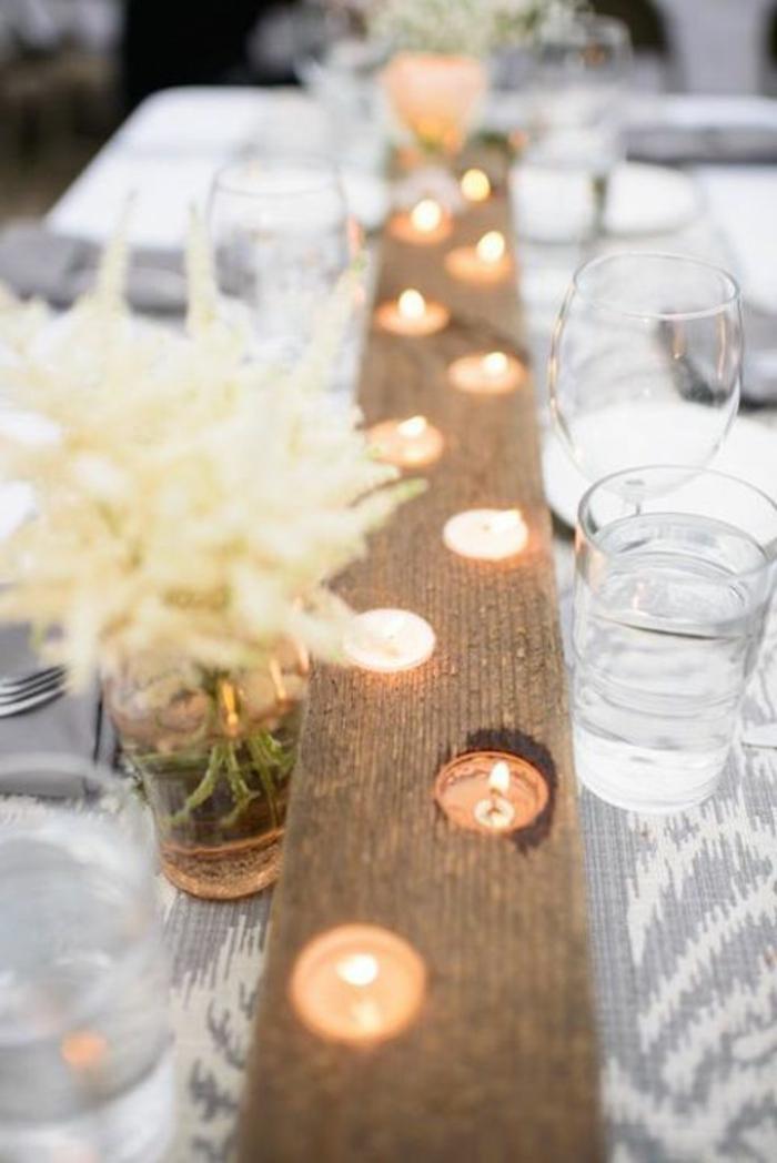 grande latte de bois aux trous pour les bougies, chemin de table et deco table mariage originale