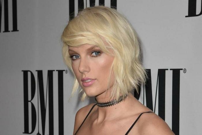 coupe de cheveux carré, collier ras du cou, frange balayée, maquillage doux aux couleurs naturelles