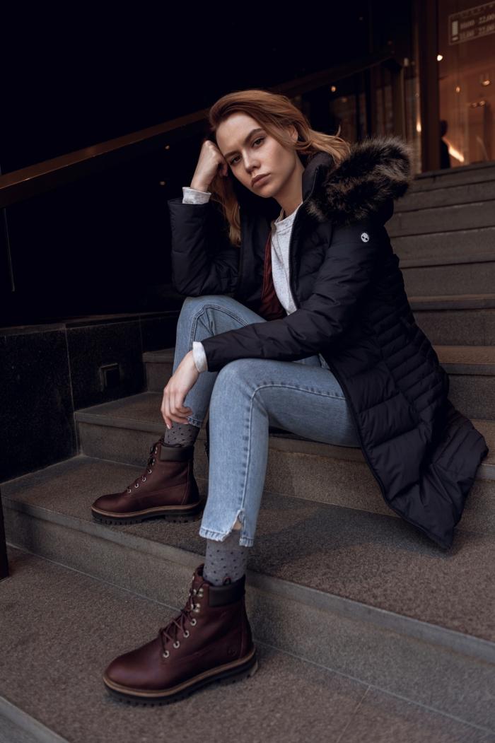 Tenue d'hiver moderne, coupe mi courte femme, coiffure coiffée décoiffée photo idée, bottes marrons