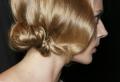 Choisissez la coiffure demoiselle d'honneur parfaite parmi une longue liste de propositions