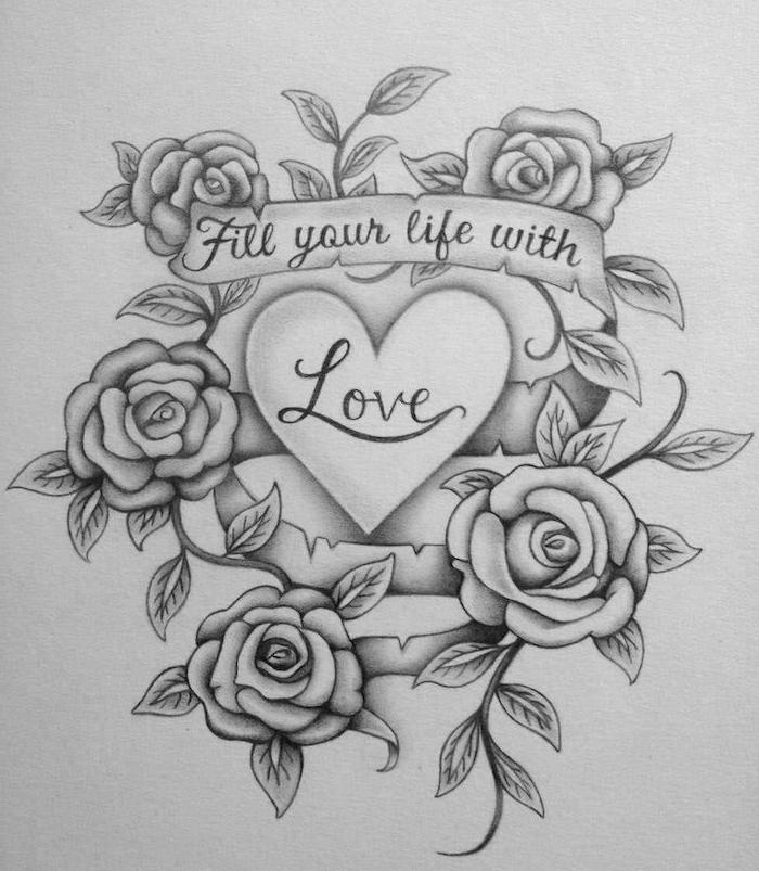 idée de dessin noir et blanc d un coeur avec le mot amour à l intérieur et une couronne de roses autour, dessin coeur tatouage
