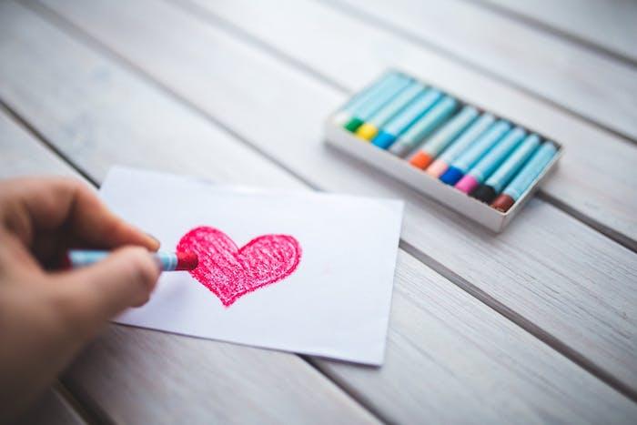 dessin amour tout simple, coeur en forme rose sur un bout de papier, comment faire un dessin enfant