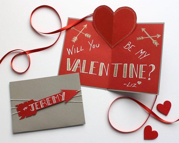 joyeuse saint valentin, carte de voeux en rouge, gris et or avec texte et petits dessins, flèche et coeur en papier