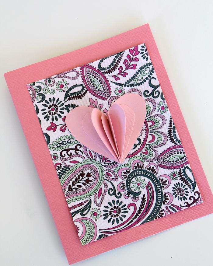 coeur 3d en papier rose collé sur papier mandala collé sur papier rose, activité saint valentin pour adulte