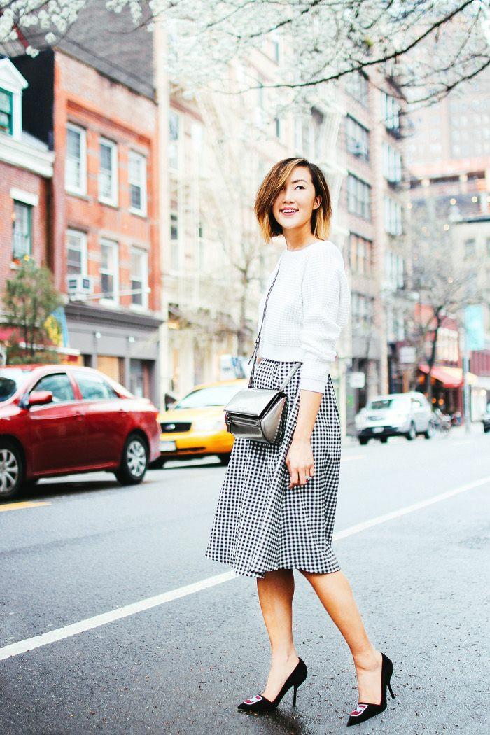 La côté sucré de tumblr, Chriselle Lim tenue avec chaussures à talon, femme cheveux mi-longs coloriage ombré, jupe et top avec manche, girl tumblr meuf swag habits tumblr fringues femme moderne