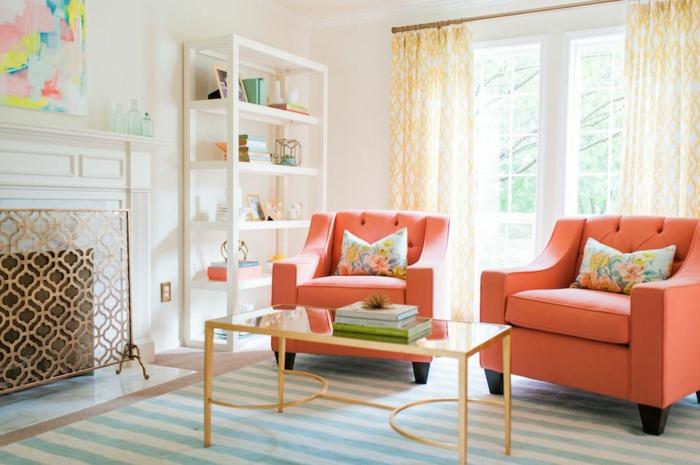 salon couleur corail et gris, table de salon rectangulaire, étagère blanche, rideaux en blanc et jaune, par feu cheminée