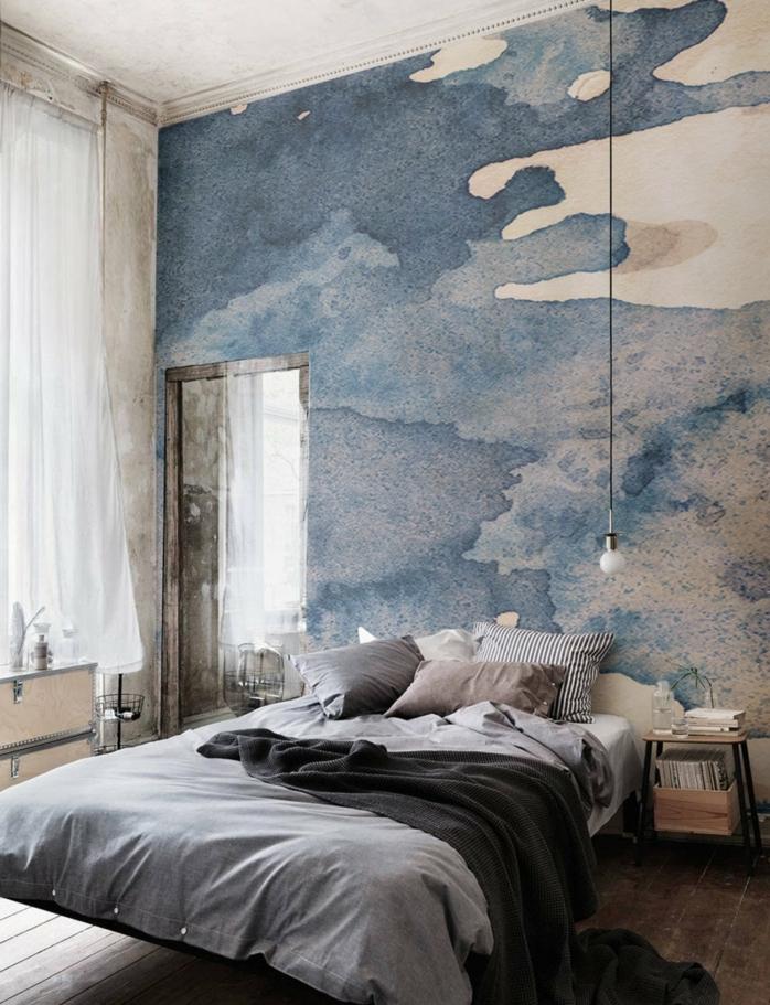 peinture chambre adulte moderne, chambre en bleu et blanc, équipement minimaliste, chevet en bois, ampoule pendante