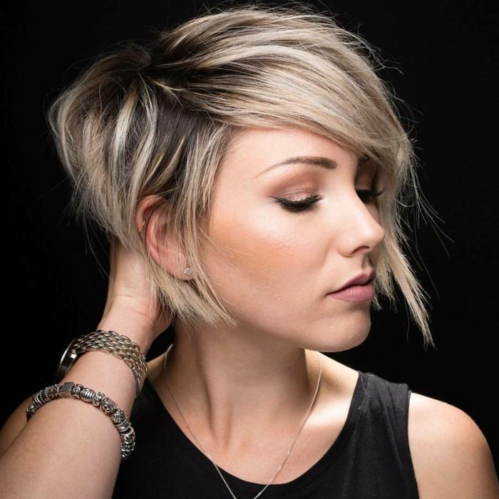 coupe cheveux pour affiner visage rond, belle femme avec cheveux parfaits. les cheveux courts qui sont en tendance