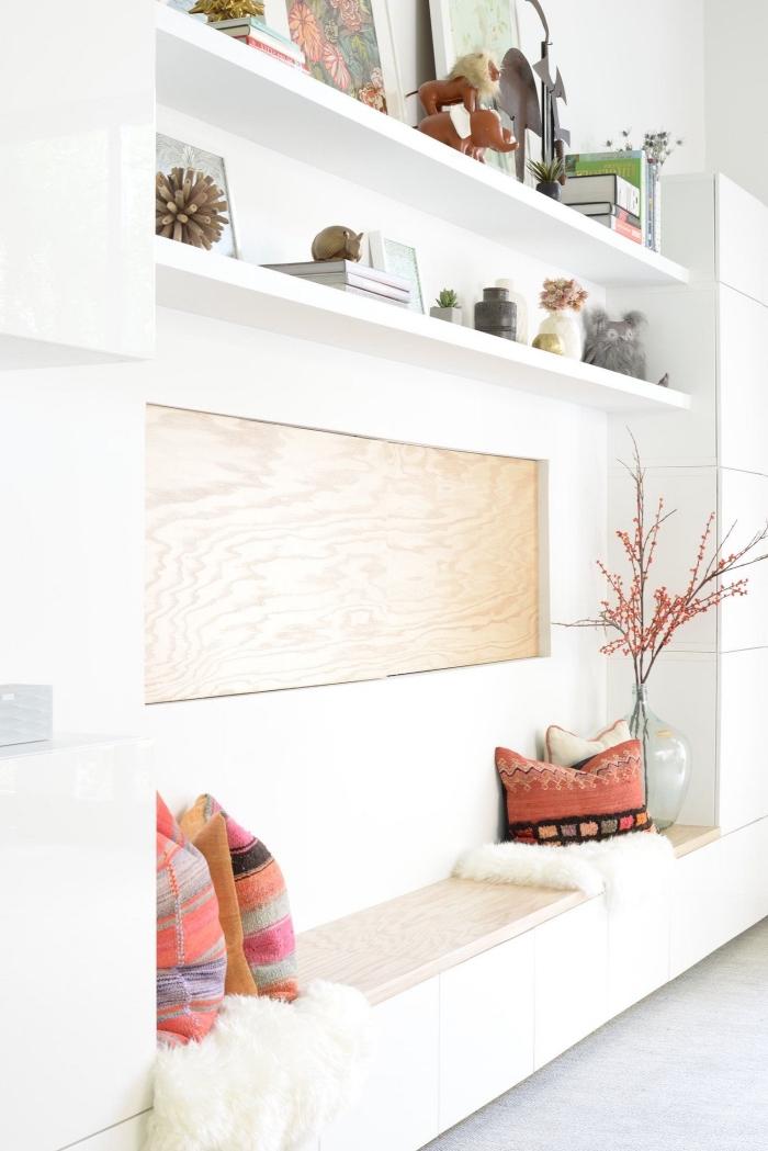 idée pour créer son meuble besta qui servira aussi de banquette, système de rangement besta avec banquette, armoires et étagères