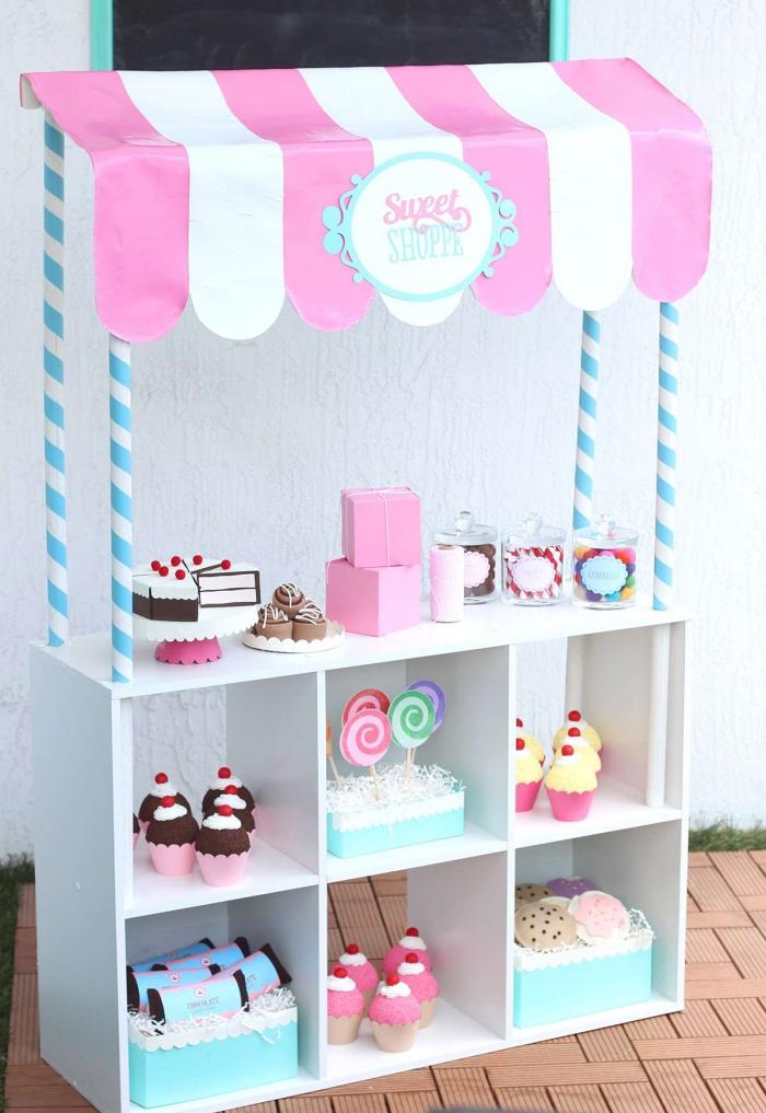 transformer un meuble case ikea en joli stand de boulangerie-pâtisserie avec une tente à rayures rose et blanc