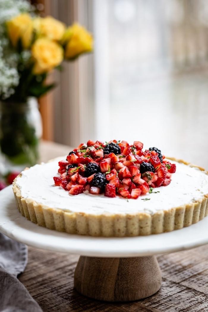 tarte au mascarpone et aux fruits rouges à base de pâte sablée, recette estivale de gateau au mascarpone léger