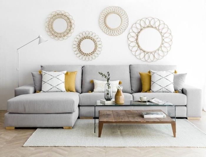 les couleurs qui vont ensemble dans un salon minimaliste, aménagement salon blanc avec meubles bois et canapé gris