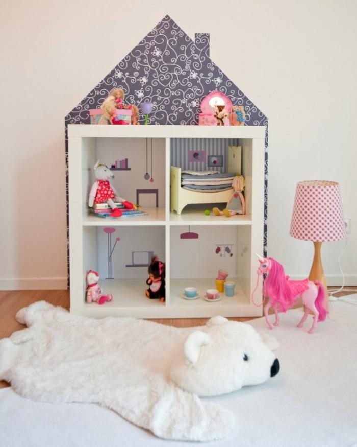 faire une maison de poupées avec un module de rangement kallax et du papier peint, astuces ikea chambre enfant