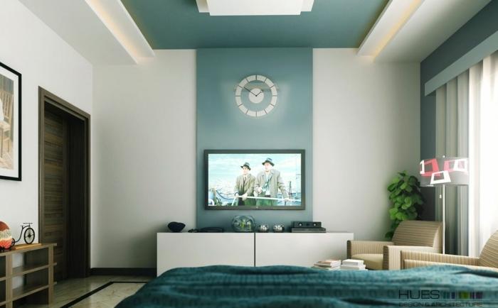 peinture pour chambre bleu et blanc, parure de lit bleue, crédence blanche, deux fauteuils taupe