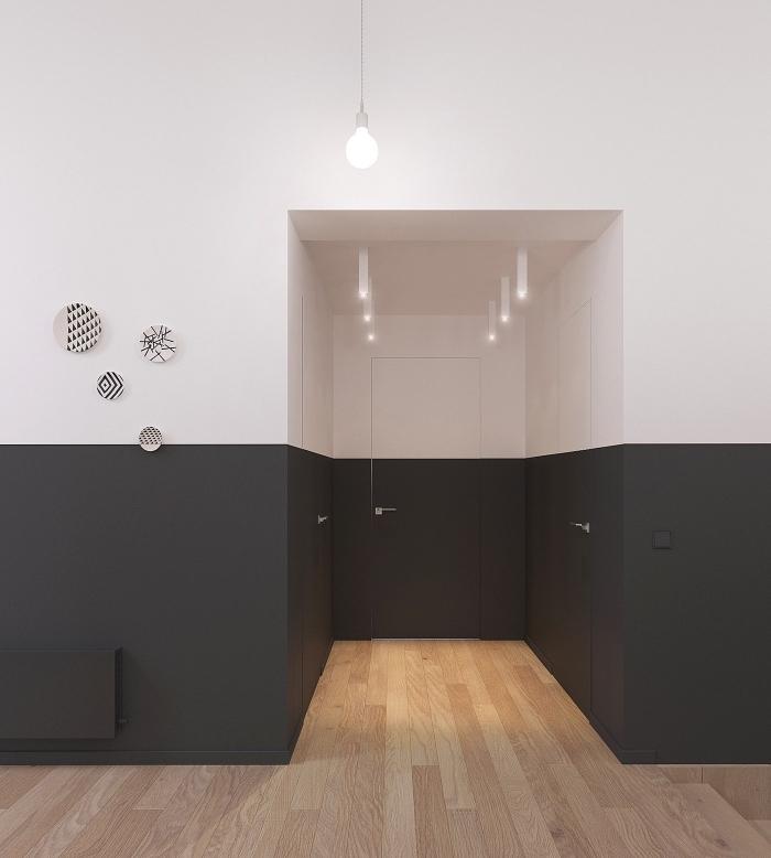 deco couloir graphique aux murs bicolores peints à mi-hauteur de gris anthracite à finition mate en contraste avec le parquet de bois blond
