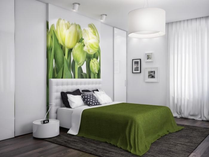 comment aménager une chambre adulte, exemple chambre à coucher blanche avec art mural à design tulipes vertes