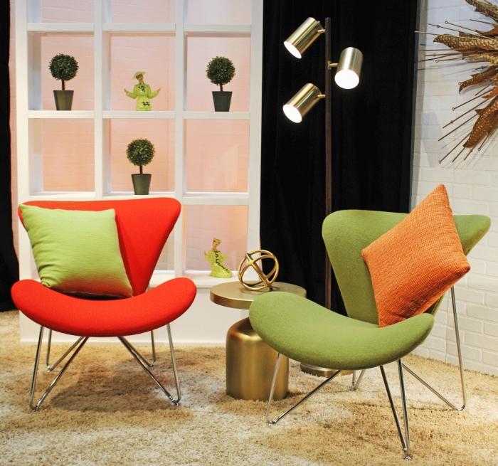déco salon moderne avec tapis moelleux beige et revêtement mural à imitation briques blanches, modèle chaise verte