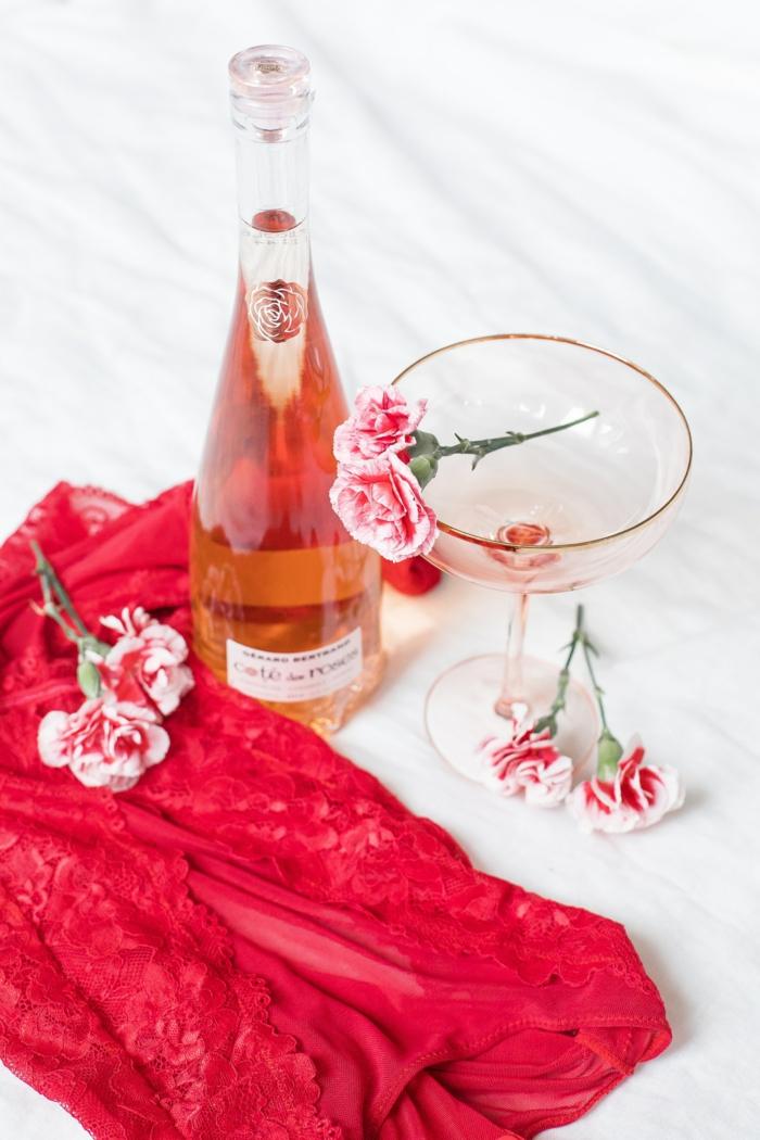 Carte st valentin, image romantique de vin rose et fleurs pour cadeau, photo couple amoureux images pour fond d ecran