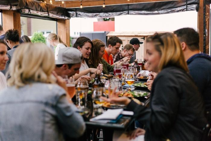 organiser un évènement professionnel, choix de lieu pour soirée entre collègues, idée restaurant terrasse à Paris