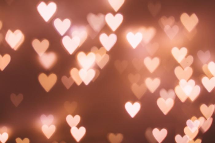 Bokeh photographie, lumière coeurs, image st valentin, image romantique belle image d'amour idée de carte à envoyer